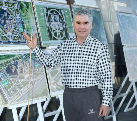 Türkmenistanyň Prezidenti paýtagtymyz boýunça iş saparyny amala aşyrdy